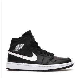 "🏴‍☠️*NEW* WMNS Air Jordan 1 Mid ""Black White"""